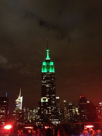 230 FIFTH ROOFTOP BAR NYC: Empire!