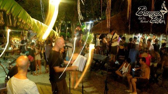 Banyan Bar: party