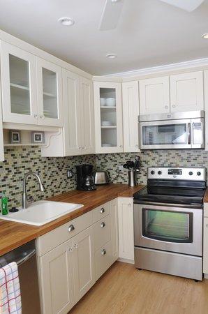 Beachside Village Resort: Nantucket Suite Kitchen