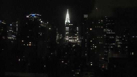 Chrysler Building : Iluminación del edificio y su entorno.