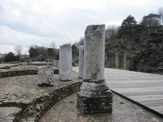 Théâtres Romains de Fourvière : Restos de columnas