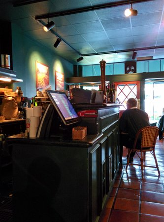 Nob Hill Cafe: interior of tables