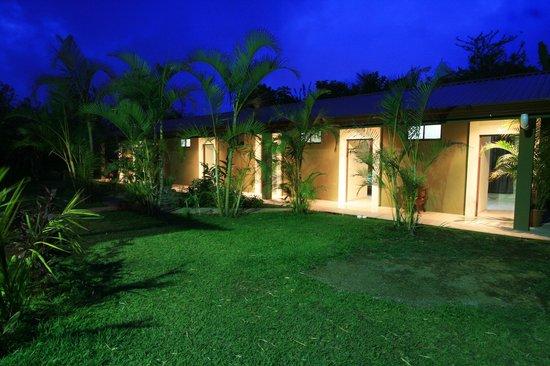 B&B Garden Grecia: View of the Hotel in the night