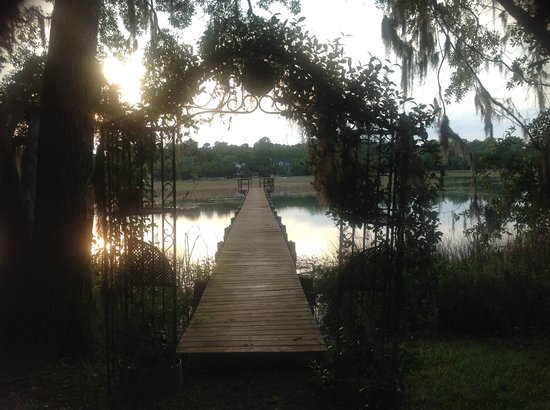 Plantation Oaks Inn: Enjoy our Dock