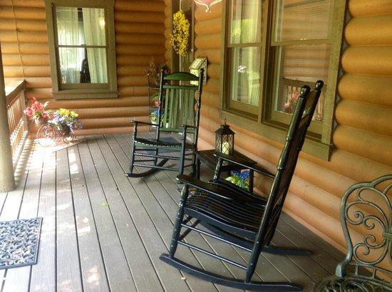 Plantation Oaks Inn: Peaceful setting