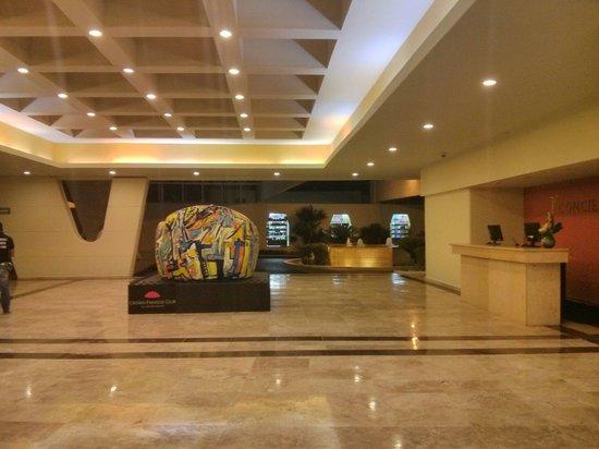 Crown Paradise Club Cancun: Lobby