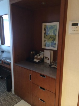 The Westin Ottawa: Beverage station