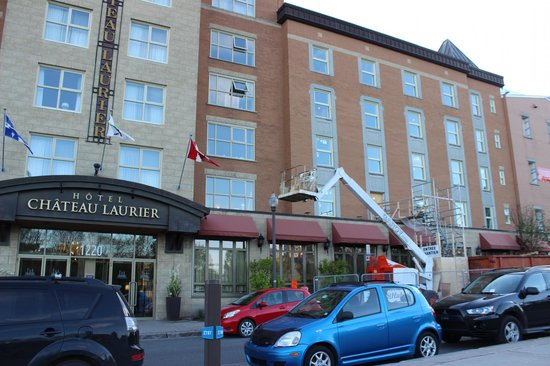 Hotel Chateau Laurier : Rénos devant l'hôtel