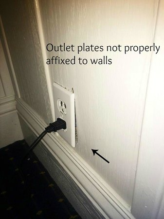 Lighthouse Lodge & Cottages : Wall plugs not seated properly on wall FIRE HAZARD