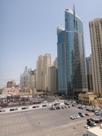 Hilton Dubai Jumeirah Beach : Avenida