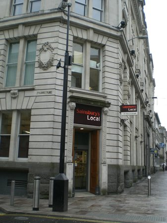 Sandringham Hotel: Grocery store near the Hotel