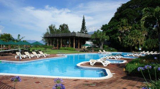 Porta Hotel Del Lago: Nice pool and surrounding area