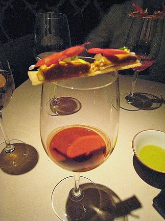Manresa : Sea urchin roe and tomato cocktail