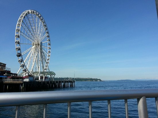 The Ferris wheel on the Seattle Waterfront