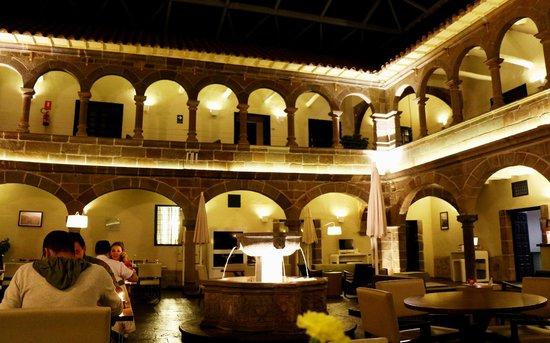 Novotel Cusco : Patio central y fuente...hermoso