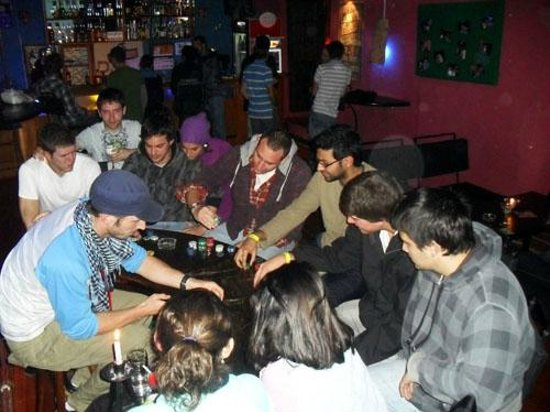 Pirwa Colonial Hostel: Playing poker in the bar area