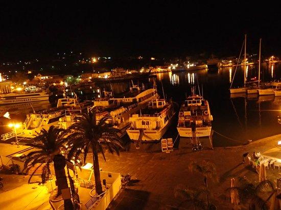 Aragona Palace Hotel: 部屋のバルコニーからの夜景