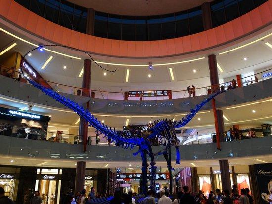 The Dubai Mall : Dinosaur in the mall