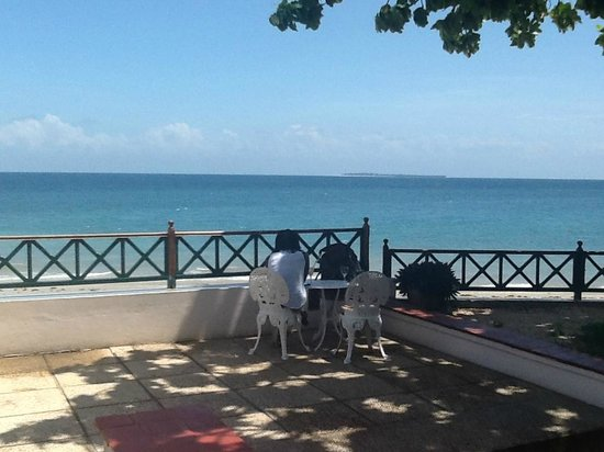Zanzibar Serena Hotel : The beach and hotel grounds