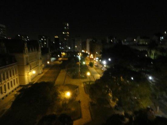 cE Hotel de Diseño: Vista noturna da praça