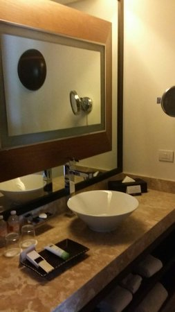 Paradisus Playa del Carmen La Perla: Bathroom sink