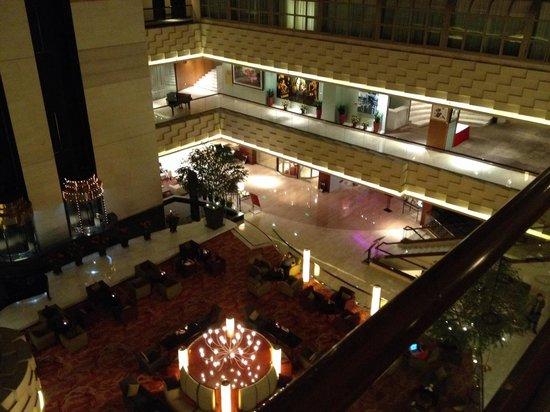 Crowne Plaza Beijing Wangfujing : Lobby view from upper floor