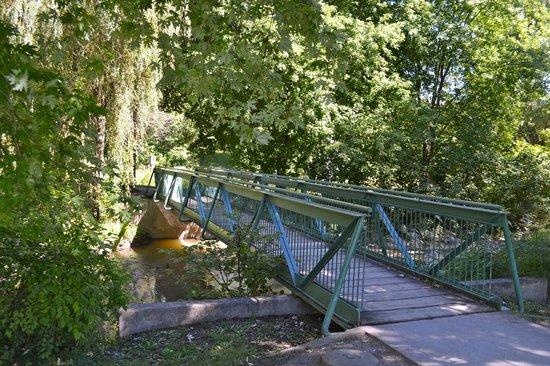 Toogood Pond Park : Bridge across the water