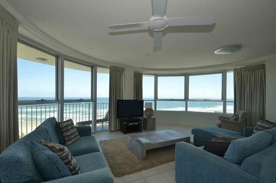 Chateau Royale Beach Resort: 3 Bedroom Superior Ocean View -  Lounge / Dining