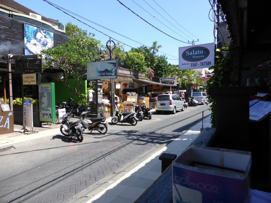 Casa Padma Hotel & Suites : street in front
