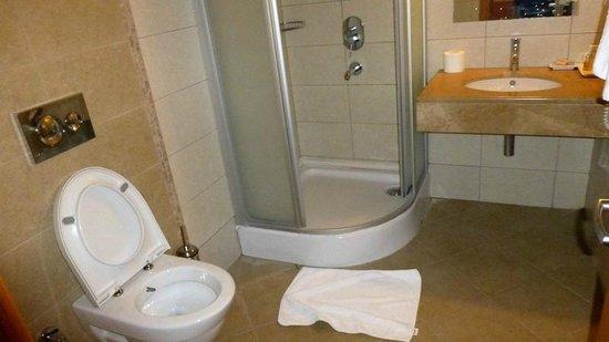 Yacht Boutique Hotel: bathroom