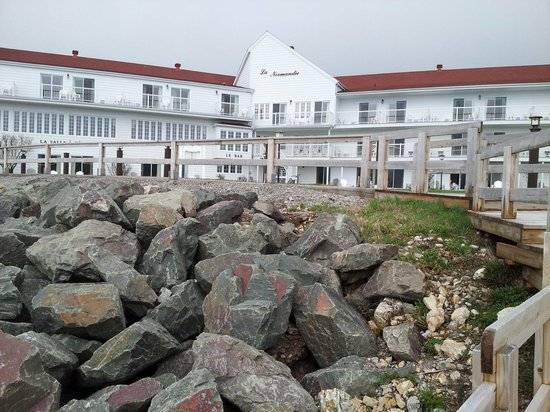 Hotel La Normandie : Front from beach.