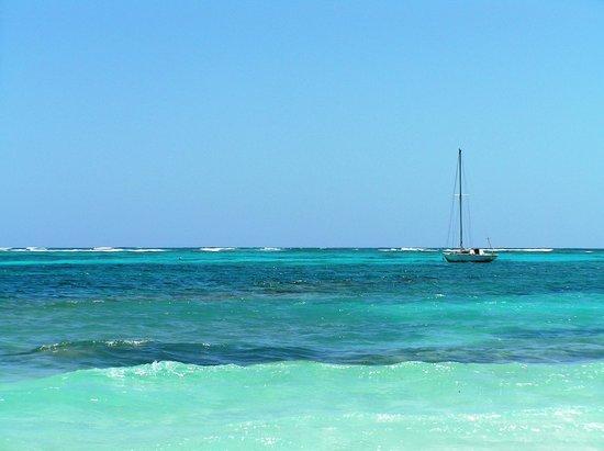 Orient Bay Beach : Blue on blue