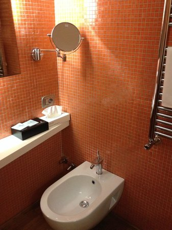 JC Contemporary Hotel : Bathroom - Bidet