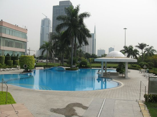 Ramada Pearl Guangzhou: Piscine extérieur