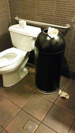 Starbucks : Disgusting bathrooms