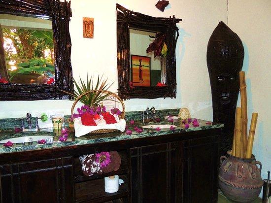 Crystals St Lucia : Bathroom