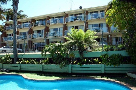 Sapphire Waters Motor Inn: Swimming Pool Area