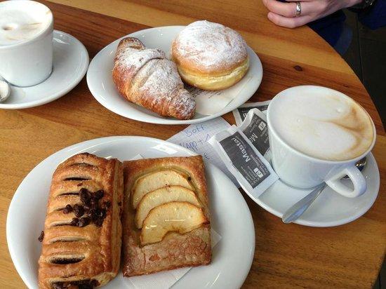 Bar Pasticceria Mastai: Great breakfast stop!
