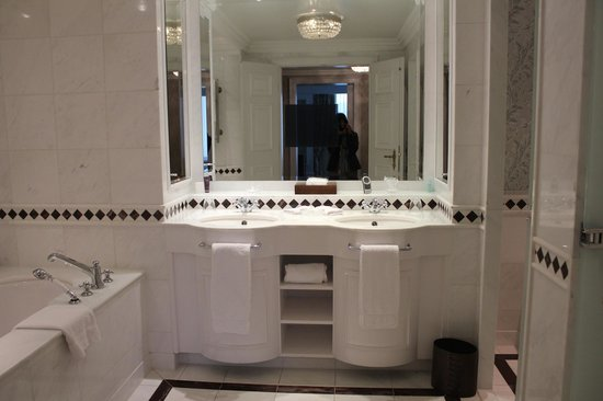 Powerscourt Hotel, Autograph Collection: Bathroom