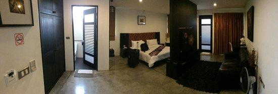 The Yorkshire Inn Hotel, Bar & Restaurant: panomaric of room