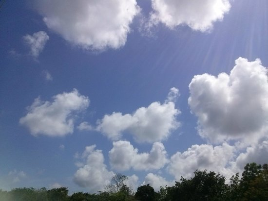 Quintana Roo National Park Campground & Hiking: Usa tu imaginación y busca objetos en las nubes