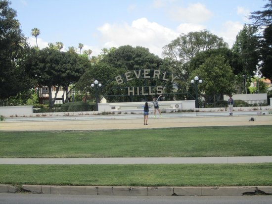 A Day in LA Tours: Great View of the Beverly Hills Sign