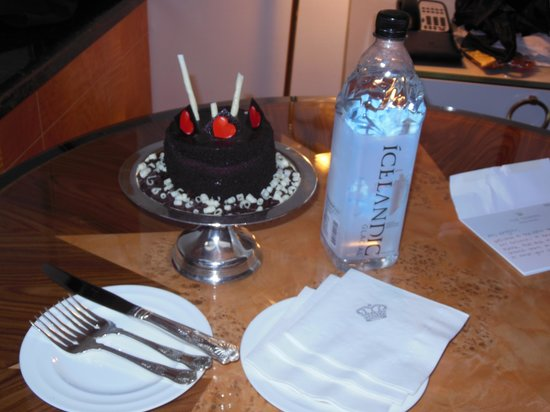 The Towers at Lotte New York Palace: Yummy Birthday Cake
