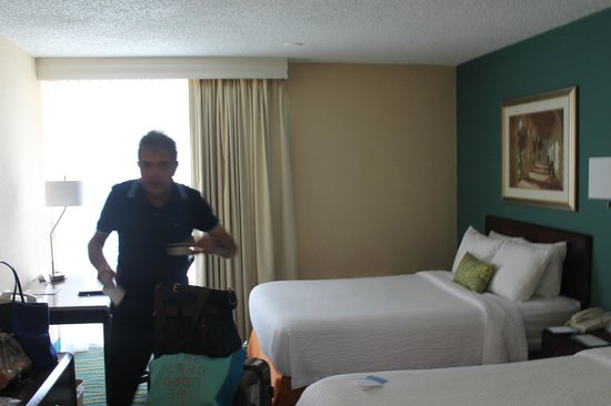 Fairfield Inn & Suites Palm Beach: Edu ao chegar no quarto