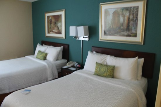 Fairfield Inn & Suites Palm Beach: camas