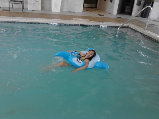 Homewood Suites Omaha Downtown: fun at the pool