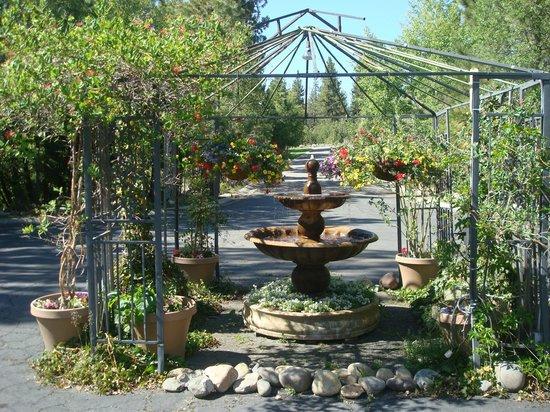 The Lodge at Kingsbury Crossing: Gazebo Garden