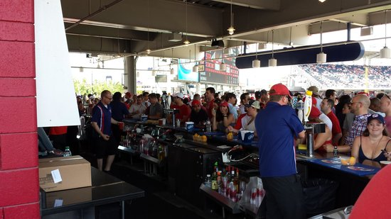 Nationals Park: Upper floor outfield bar