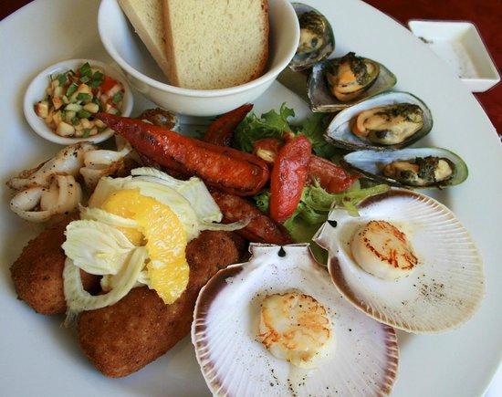 Tata's Restaurant: Seafood tasting plate