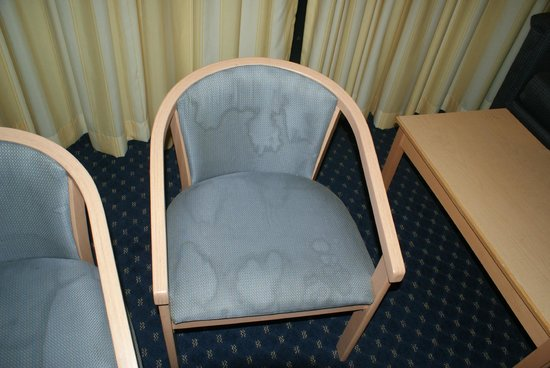 Carousel Resort Hotel & Condominiums: Dirty Chair